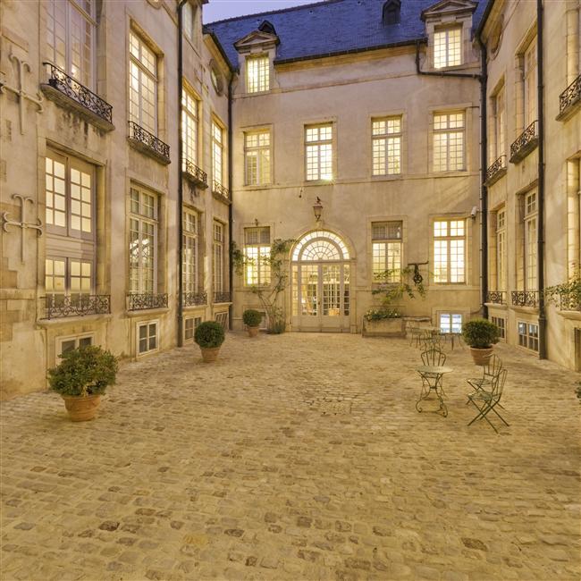 cour- musée Magnin